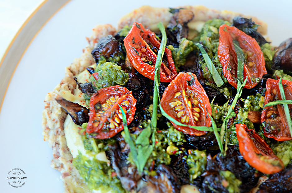 Almond pie with hummus, shiitakee mushroom, lemon- and herb salsa and sundried tomatoes